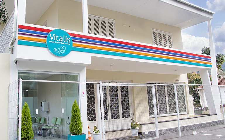 Foto linda da fachada da Vitalis, tirada pela Carol Lá Lach